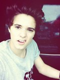 Avatar_profile_the-vamps-bradley-simpson-selfie-instagram9-1396365000-view-1